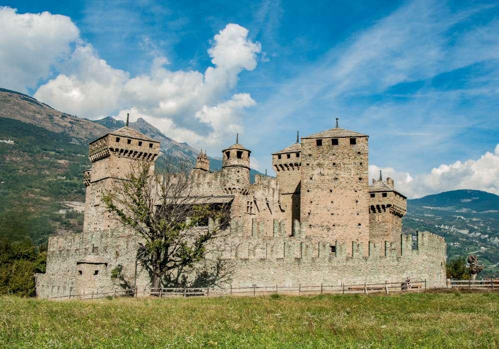 Castello fenis visita guidata